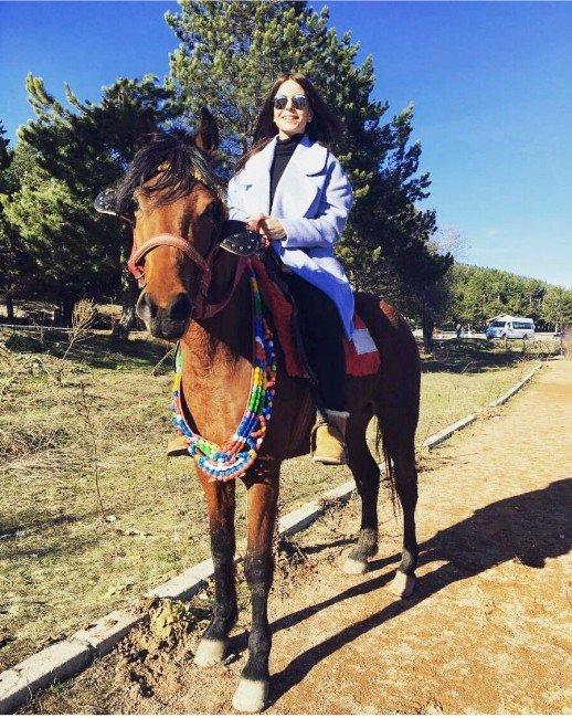 Simge Bolu'da Hayranlarıyla Buluştu