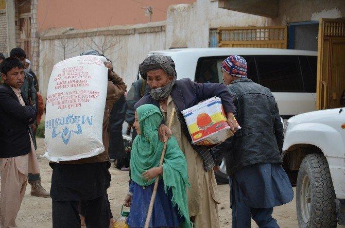 TİKA'dan Savaş Mağduru Afgan Ailelere Gıda Desteği