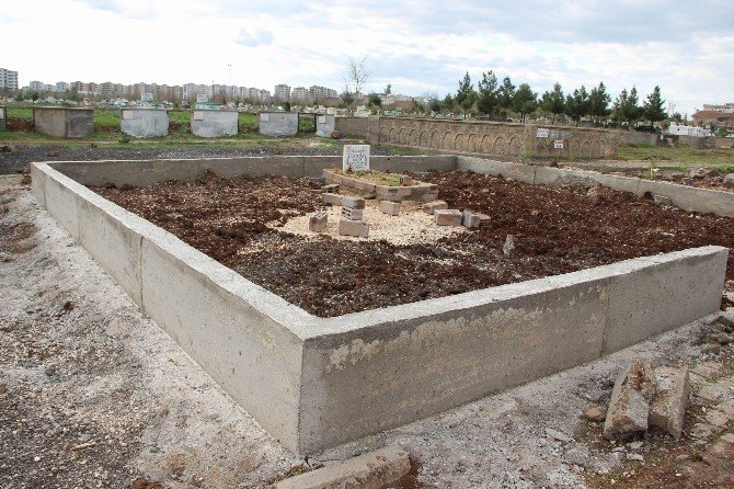 """Türkan Elçi: """"Tahir'in Mezarına Duvar Ördürdüm"""""""