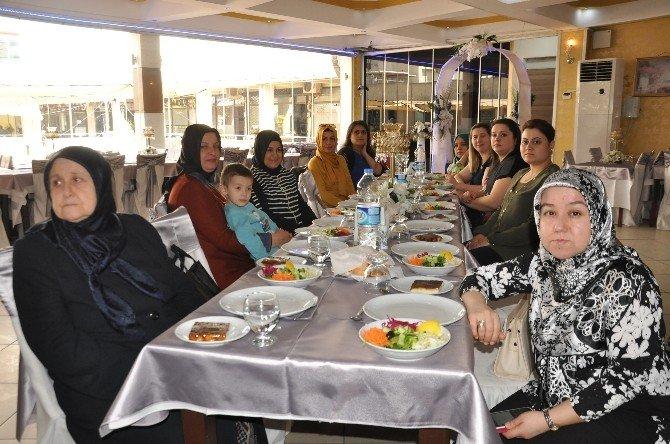 Hanımlar Dostluk Yemeğinde Buluştu