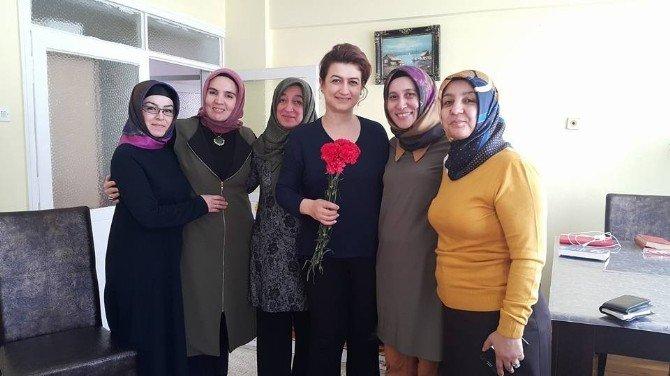 AK Parti Kadın Kolları Başkanı Akdemir'den Kadınlar Günü Mesajı
