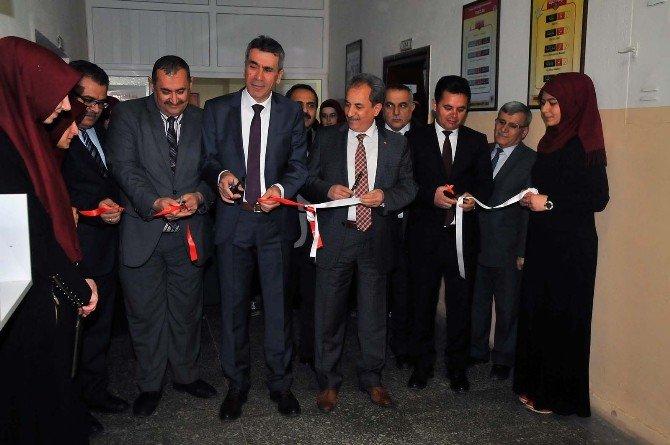 Akşehir'de Okullara Koridor Kitaplığı