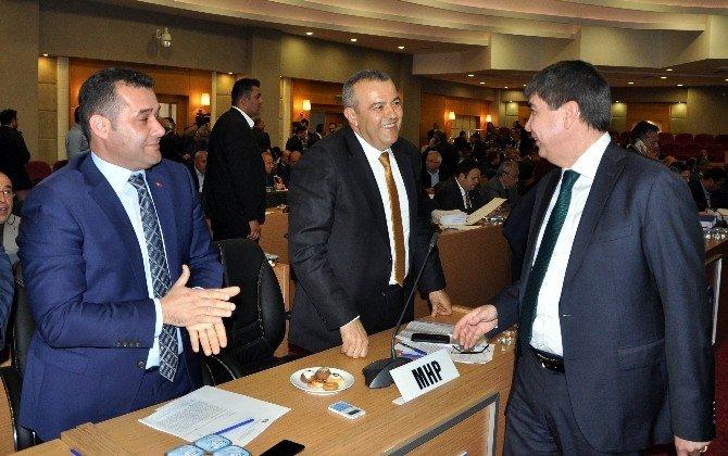 Büyükşehir Belediye Başkanı Menderes Türel, Kullan-at Kartların Kendi Matbaasında Basıldığı İddialarına Mecliste Cevap Verdi.