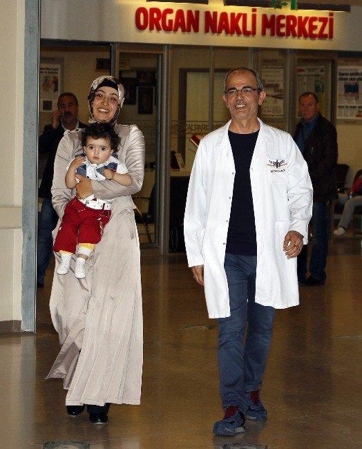 8 Saatlik Operasyonla Aynı Anda Hem Doğum Yaptı Hem De Kanserden Kurtuldu