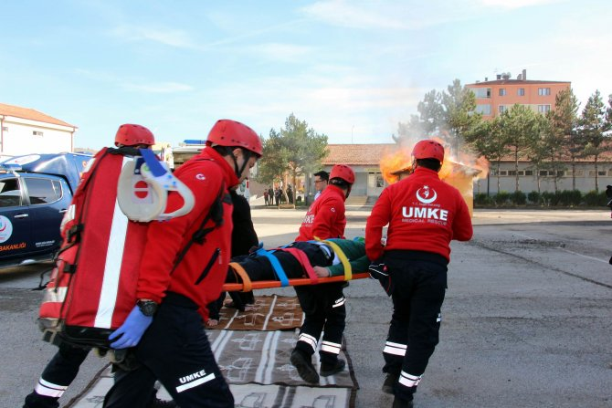 Çankırı'da yapılan deprem tatbikatı gerçeğini aratmadı