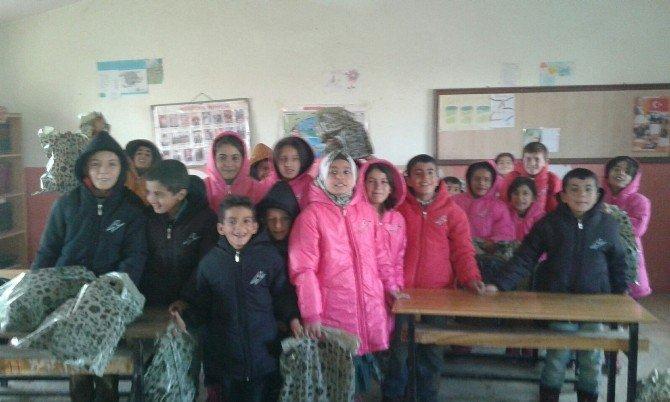Van'da 'Çocuklar Giysin' Kampanyası