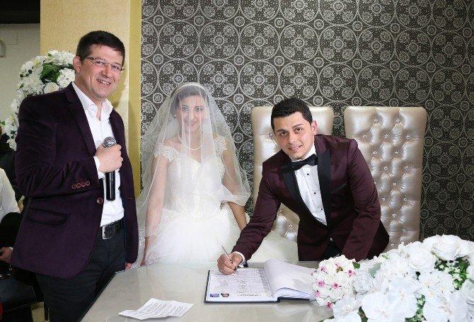 İkizleri Evlilik Ayırdı