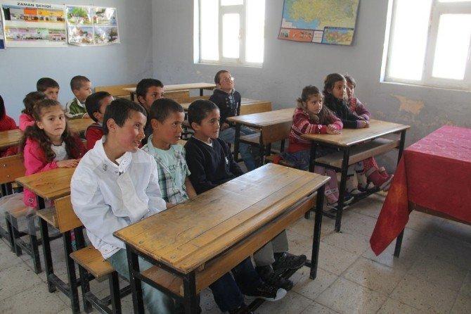Öğretmen Atanmayınca Ders Zili Bir Dönem Geç Çaldı