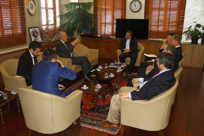 D-8 Genel Sekreteri Mousavi, Başkan Yılmaz'ı Ziyaret Etti
