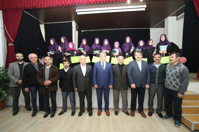 Akyazı'da Güzel Kuran Okuyan Öğrenciler Ödüllendirildi