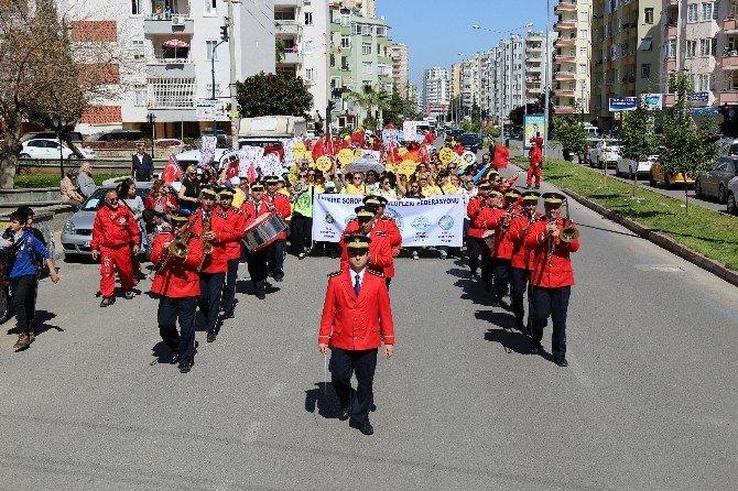 Mezitli Belediyesi'nden Kadınların Yürüyüşüne Destek