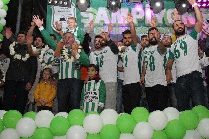 Gaziemir'de Şampiyonluk Coşkusu