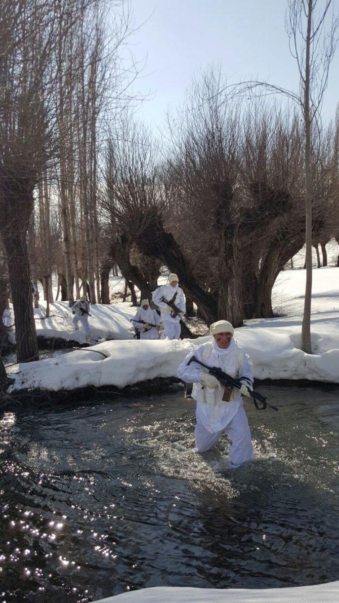Jandarmadan Sivas kırsalında terör operasyonu
