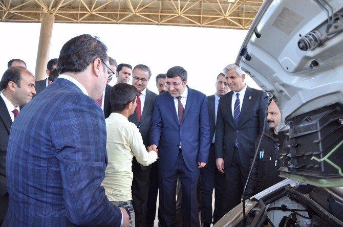 """Kalkınma Bakanı Yılmaz: """"Cizre Ve Silopi'de Hayatı Rahatlatıcı Çalışmalarımız Var"""""""