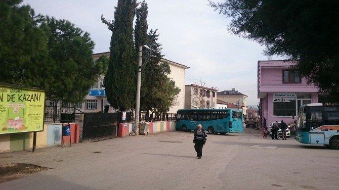 Bursa'da Okulun Önünde Faciaya Kıl Payı