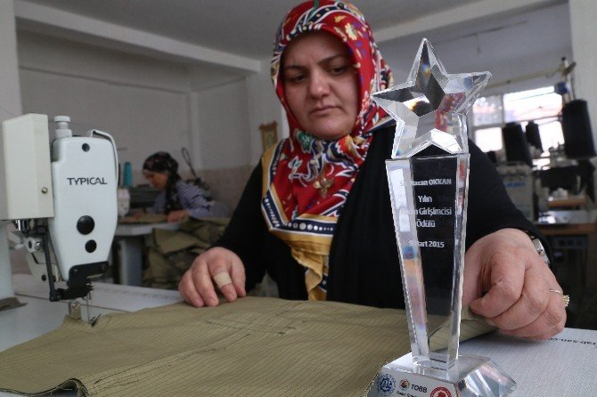 Kendi İşinin Patronu Oldu Yılın Kadını Ödülünü Aldı