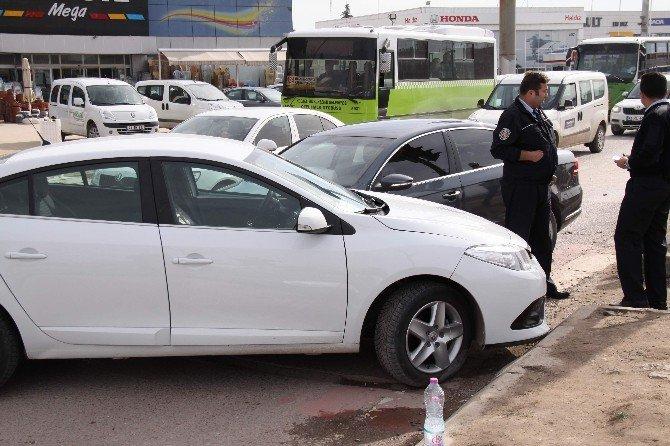 Kocaeli'de Trafik Kazası: 3 Yaralı
