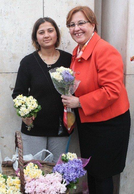 Başkan Pekdaş'tan 8 Mart Dünya Kadınlar Günü Mesajı