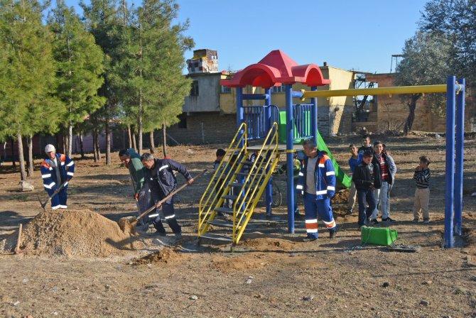 Kozan'da okul bahçeleri renkleniyor