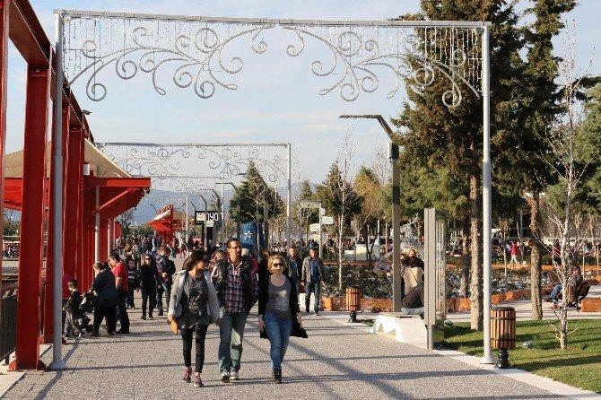 Atatürk Kent Parkı, Manisalılarla Doldu Taştı
