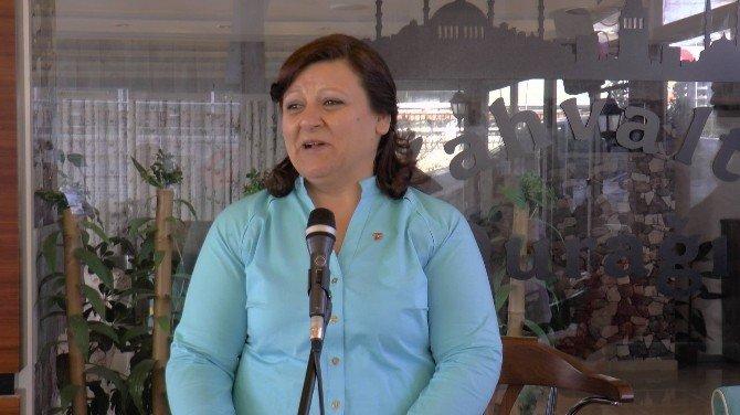 MHP'li Kadınlardan İlginç Kadınlar Günü Etkinliği