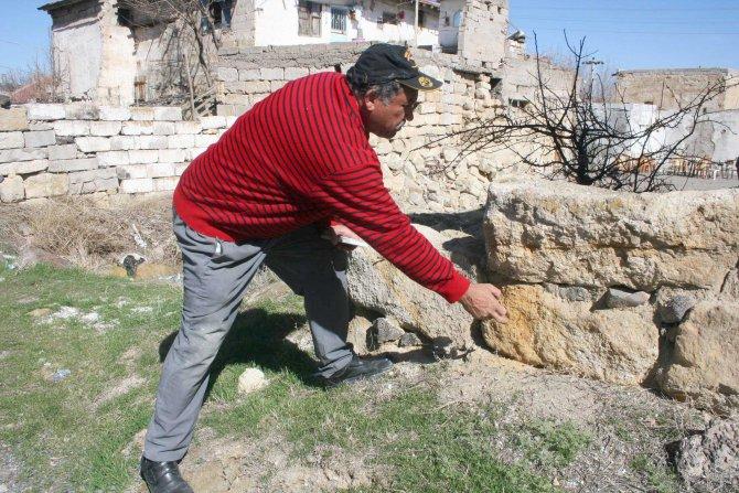 Tuzköy'deki kaya evler kanser yapıyor