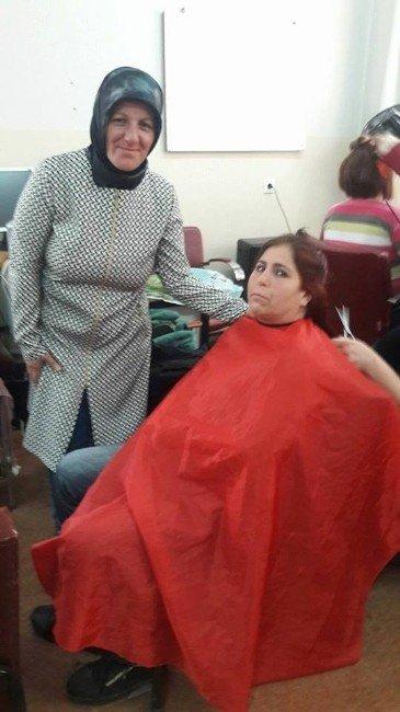 Görme Engelli Kadınlara Ücretsiz Saç Ve Cilt Bakım Hizmeti