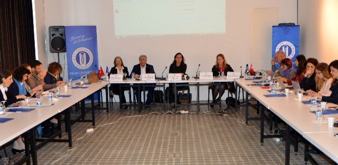 """Dünya Kadınlar Günü Öncesi """"Türkiye'deki Suriyeli Kadın Mülteciler"""" Paneli"""