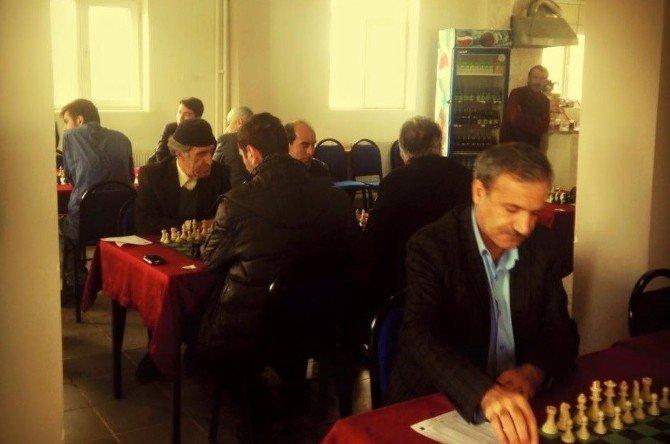 Hınıs'ta Satranç Turnuvası Heyecanı