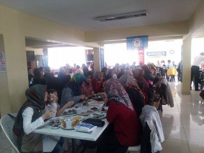 Edremit Eğitim Bir-sen Dünya Kadınlar Gününü Kutladı