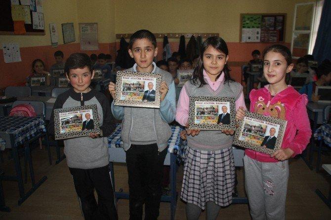 Başkanı Çayır, Minik Öğrencilerin Fotoğraf Talebini Yerine Gitirdi