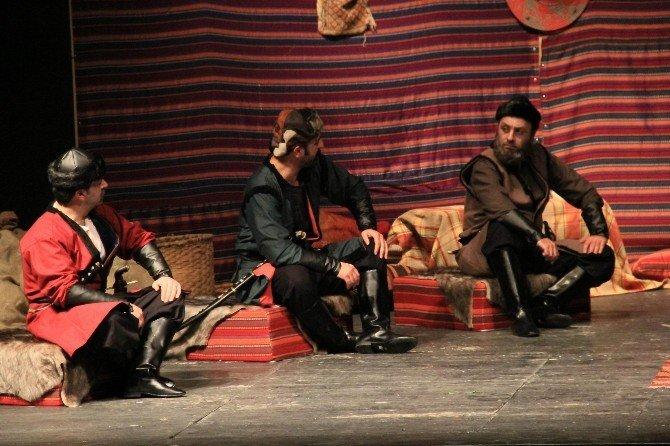 Sivas'ta 'Kürşad Ve 40 Çerisi' Tiyatro Oyunu Sahnelendi