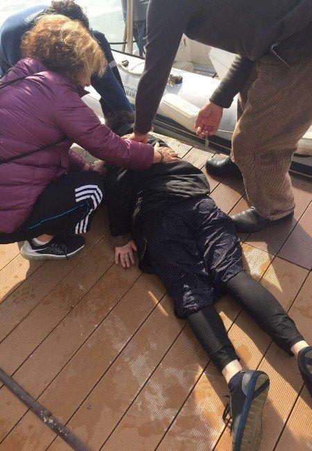 Denize Atlayan Kadını Kahraman Polis Kurtardı