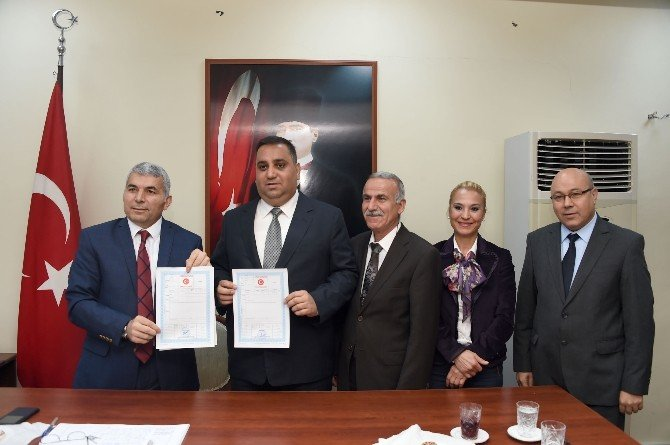 Tarsus'ta Kaymakamlık Binası Takasla Belediyeye Geçti