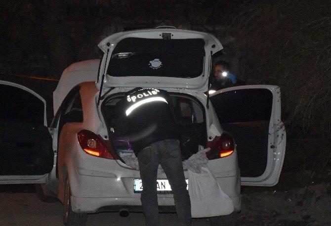 Polisten Kaçan Otomobilden Kalaşnikof Çıktı