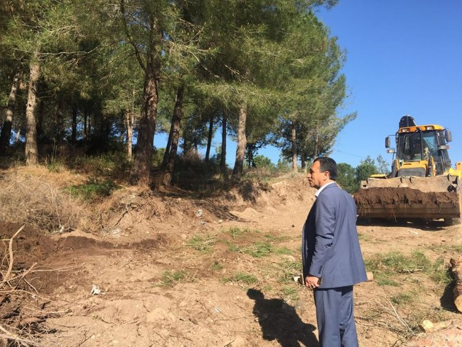 Toprakkale belediyesi yolları genişletiyor