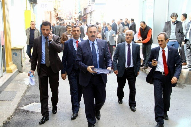 11 Bin İşçinin İmzası AK Parti'ye Teslim Edildi