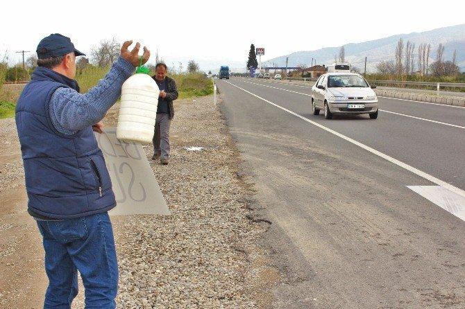 Sütünü Satamayan Çiftçi 300 Litre Sütü Bedava Dağıttı