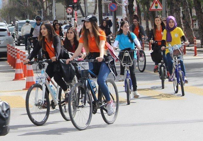 Bisiklet İle Kadınlar Gününe Dikkat Çektiler