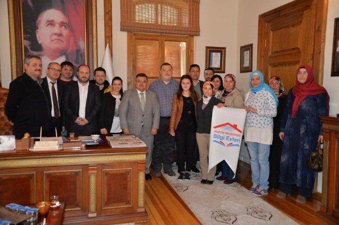 Bilgi Evi'nin İlk Kursiyerlerinden Başkan Yağcı'ya Ziyaret