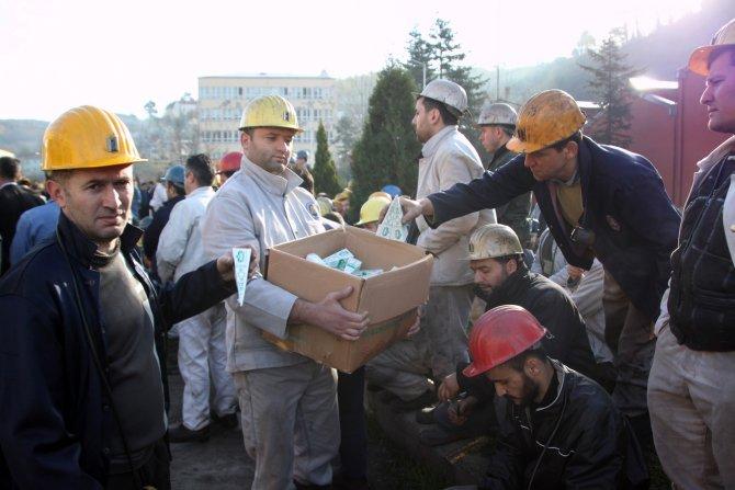 Şehit madencileri anıp, koşarak kafese girdiler