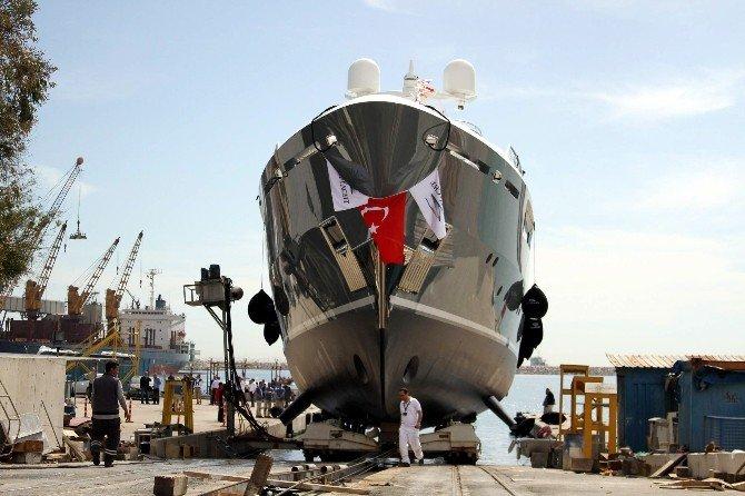 Sınırsız Seyir Kabiliyetli Ultra Lüks Yat Denize İndi