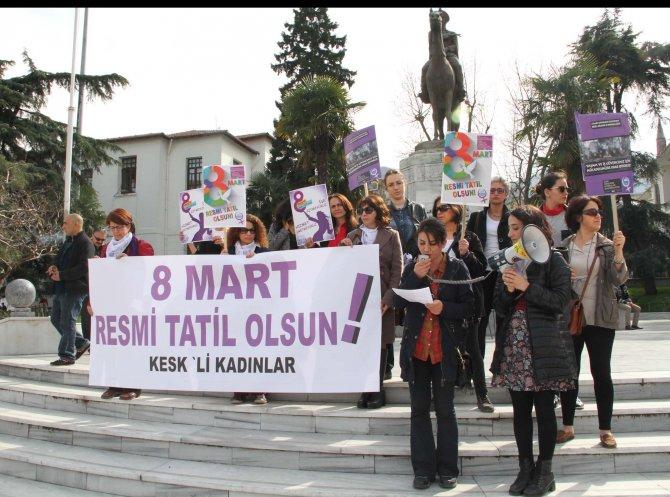 Kadınlar işe gitmeyip 8 Mart'ın resmi tatil olması için eylem yaptı