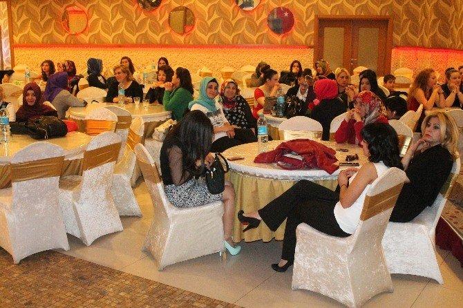 Konya Berberler Ve Kuaförler Odası'ndan Dünya Kadınlar Günü Etkinliği