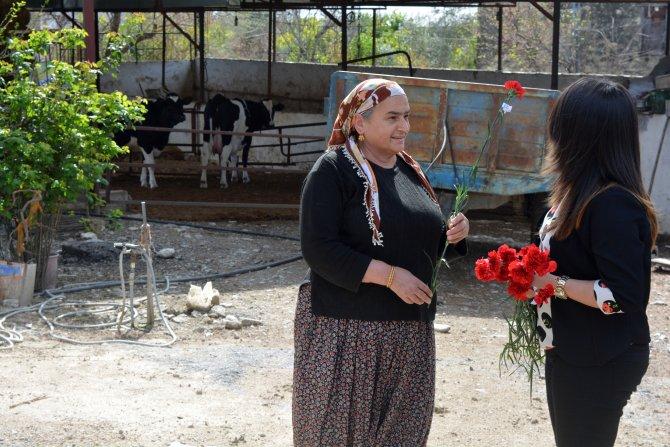 Dünya Kadınlar Günü'nü köylü kadınların evinde kutladılar