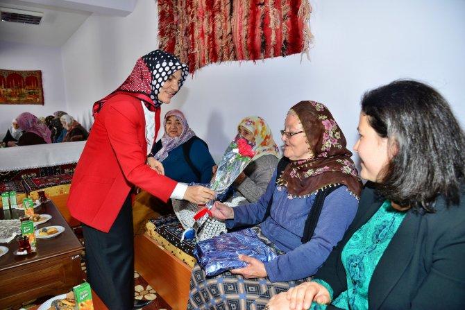 Kırşehir'de 'Dünya Kadınlar Günü' kurumlar ve STK'larda kutlandı