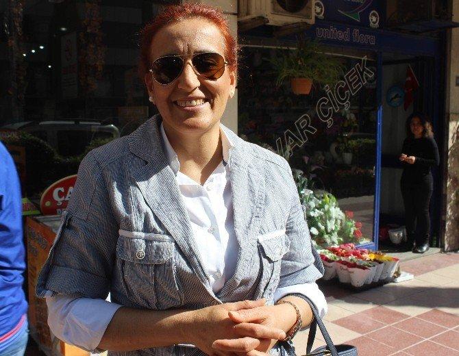 MHP'li Cambazoğlu 8 Mart'ı TEK Başına Protesto Etti