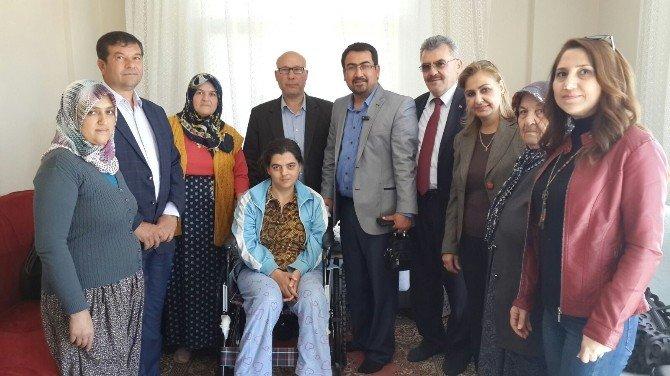 AK Parti'den Engelli Kadınlara Tekerlekli Sandalye