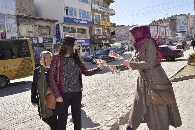 AK Parti'den Kadınlar Gününde Karanfil Dağıtımı