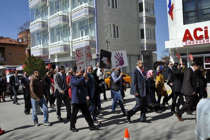 Aksaray'da Sağlıkçılar Kadın Şiddetine Karşı Yürüdü